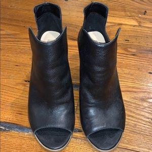 Steve Madden Black Leather Bootie Heel size 6.5